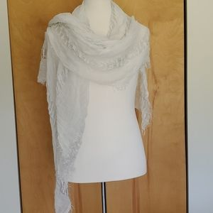 Jennifer Lopez Scarf off White and Silver